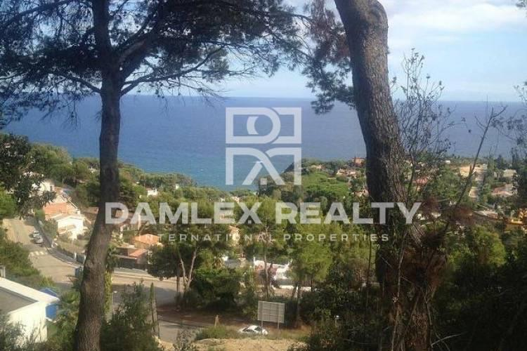 Plot with frontal sea views in guarded urbanization. Costa Brava