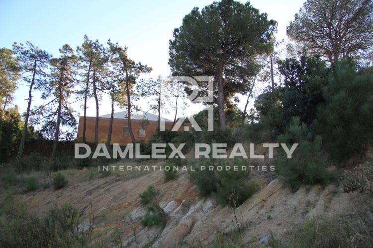 Promising land in Costa Brava, 300 m from the beach
