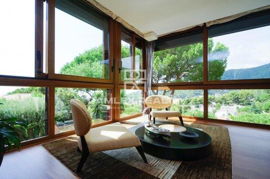Luxury villa with sea views  Premia de Dalt