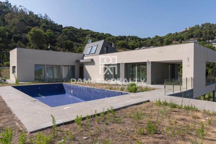 New villa in the urbanization of Cala San Francesc