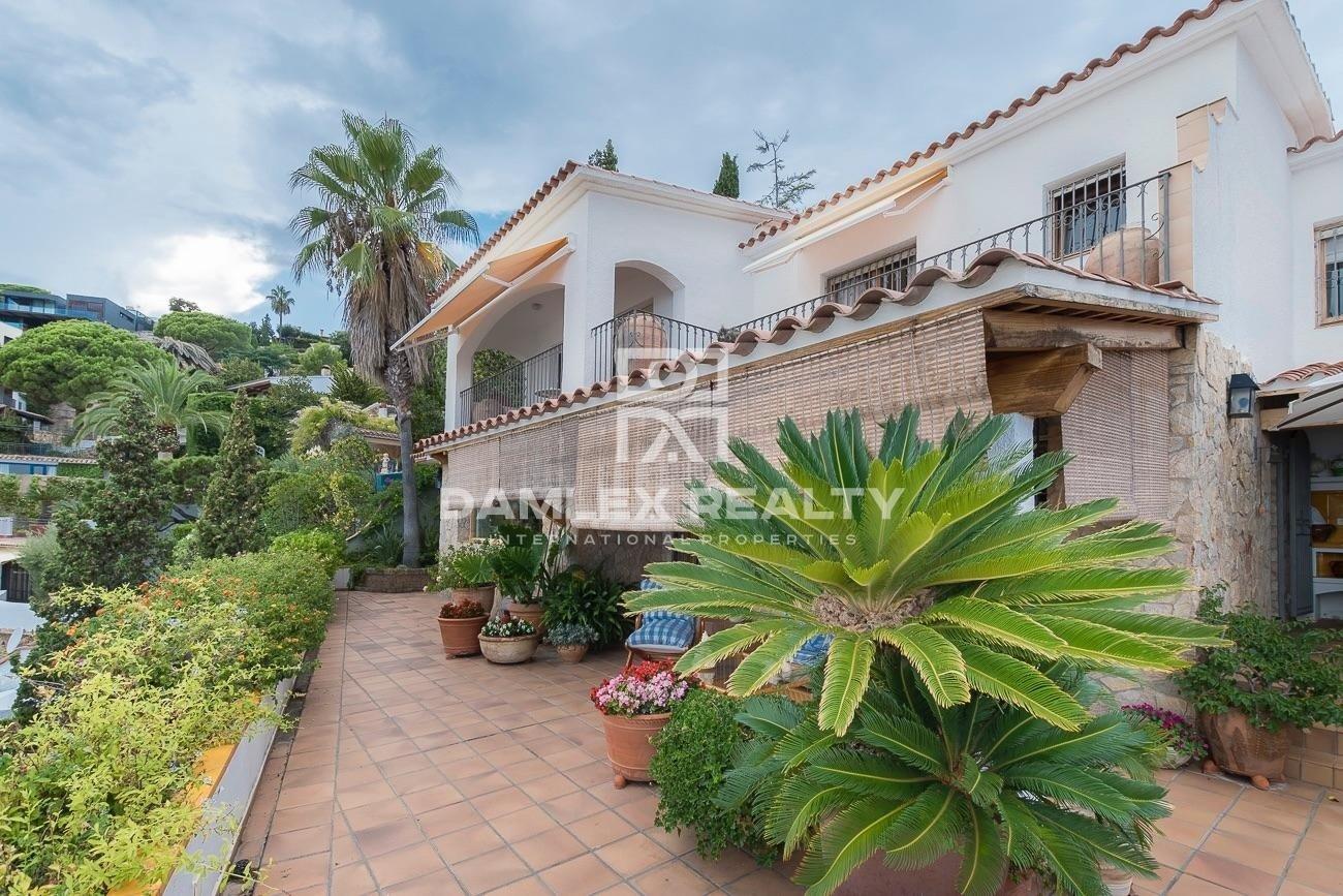 Villa in the prestigious urbanization of Cala Canyelles in Lloret de Mar