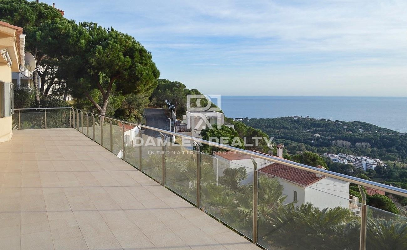 Villa with panoramic views in Lloret de Mar.