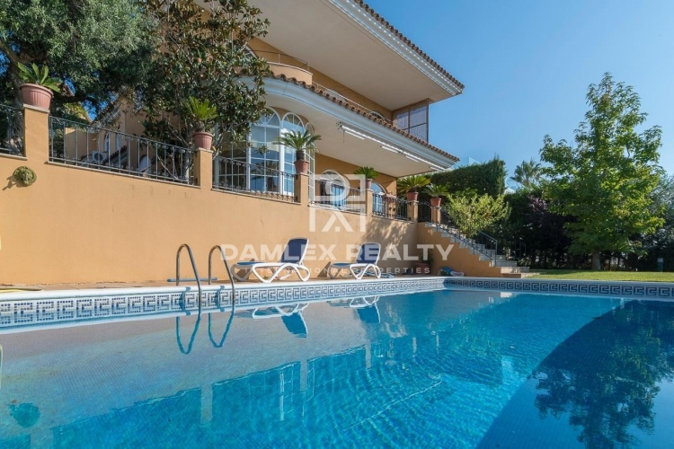 Villa with fantastic sea views 15 minutes from Barcelona