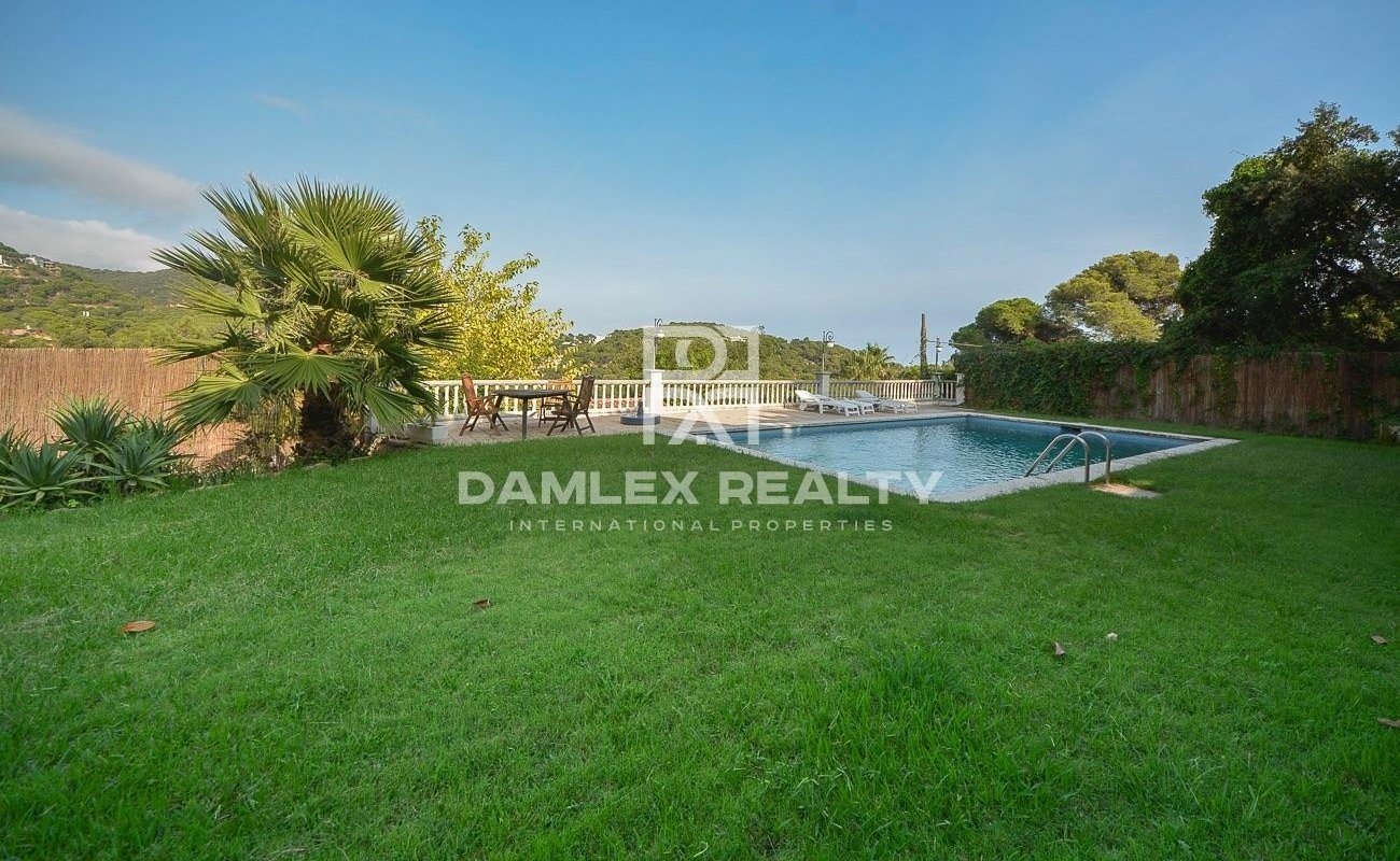 Villa with sea view close to the beach of Cala Canyelles
