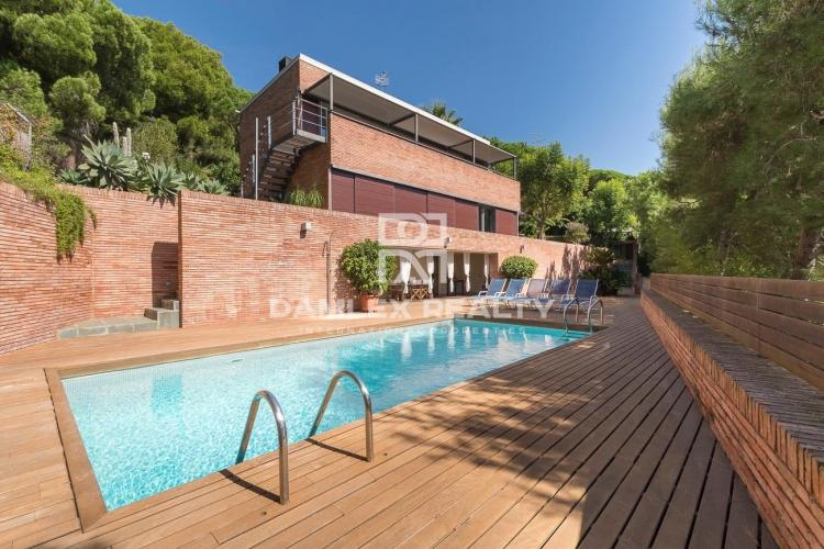 Modern villa with panoramic sea views in Premia de Dalt, Maresme