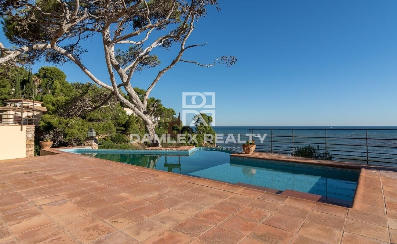 Two villas on the seafront in the picturesque place in Costa Brava