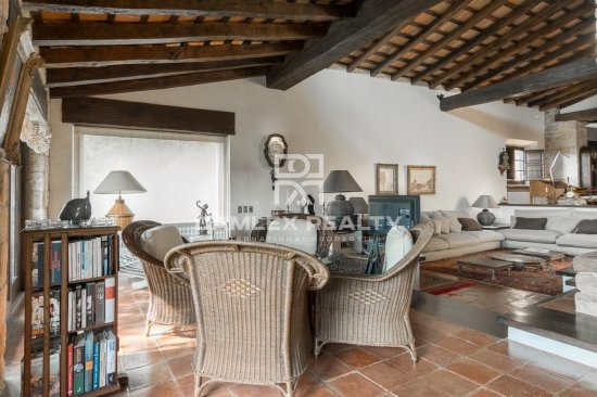 Old manor house 2 km from the beach on the Costa Brava.