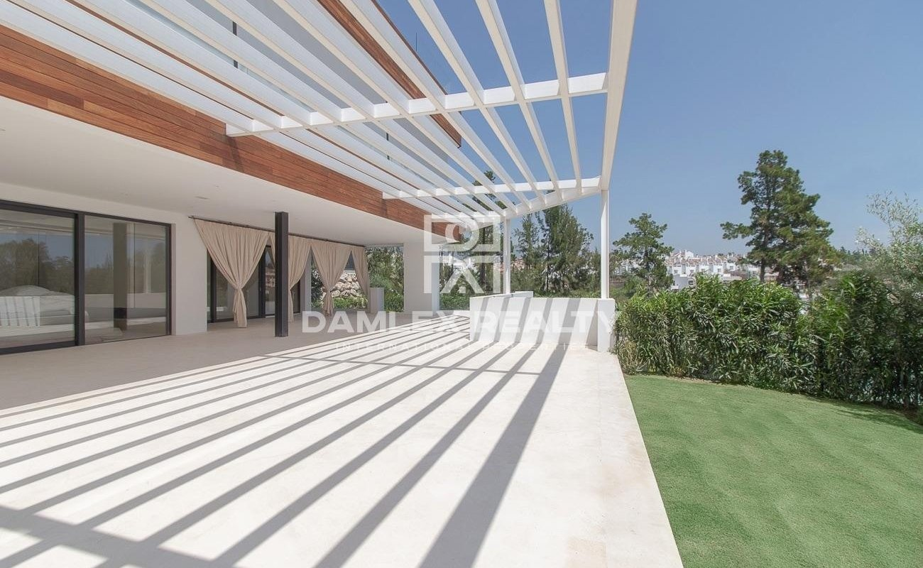 Luxury apartments in an exclusive residential complex on the Golden Mile, Marbella