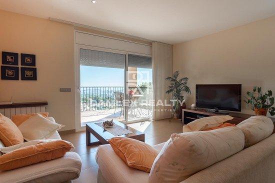 Villa with sea views.