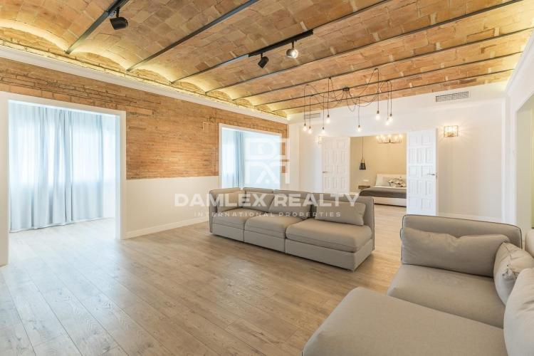 Luxury apartment completely renovated in the center of Barcelona