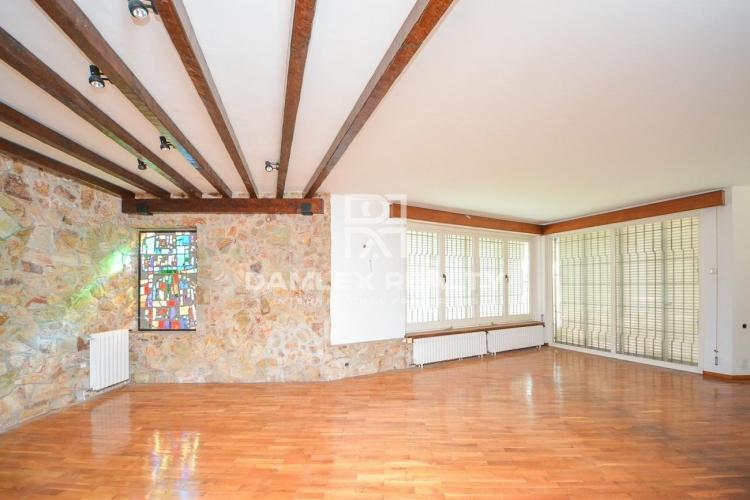 Exclusive property to be partially renovate close to the city center of Palamos
