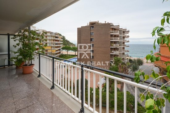 Apartment in front of the sea in Fenals