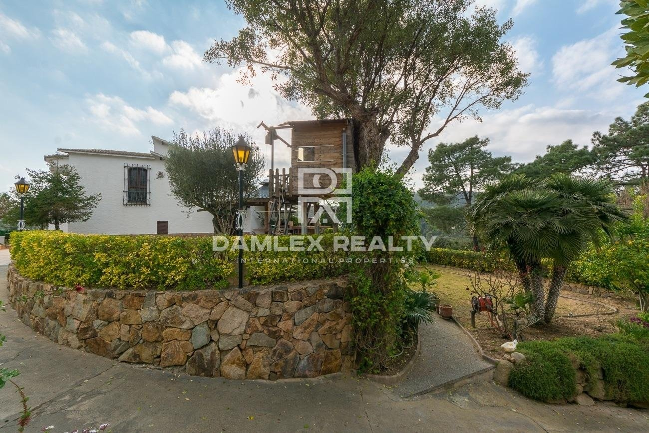House with large garden and pool in Urbanization of Lloret de Mar