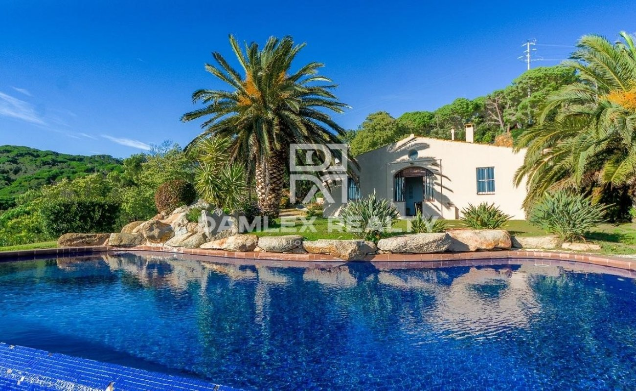 Exceptional environment for this sumptuous villa with breathtaking sea views