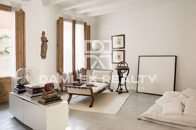 "Apartment in the historic center, near the city""s cathedral"