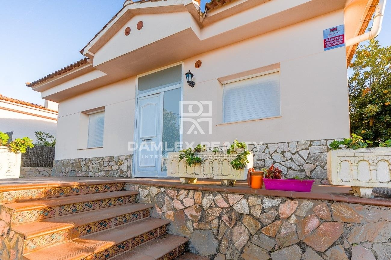 Ground floor house with sea view