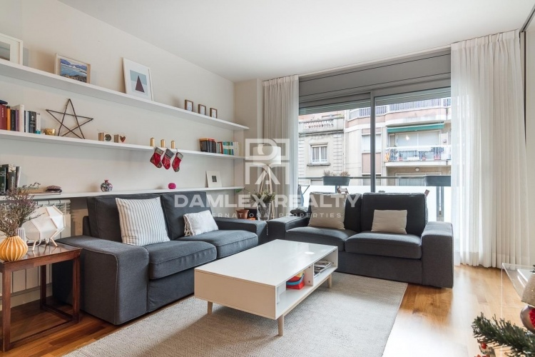 Flat in excellent condition with terrace in one of the best areas of Barcelona