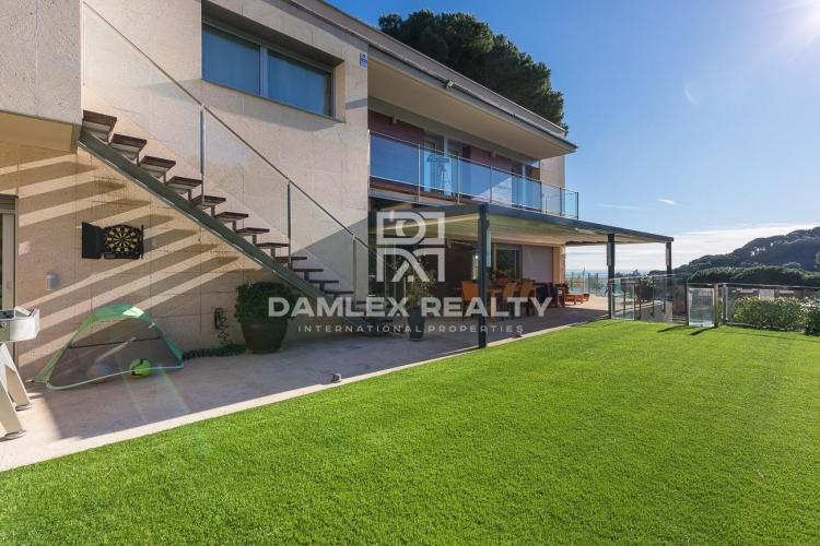 Modern villa in the city of Alella, on the outskirts of Barcelona.