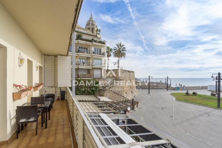 Apartment with stunning sea views and tourist license in Sitges