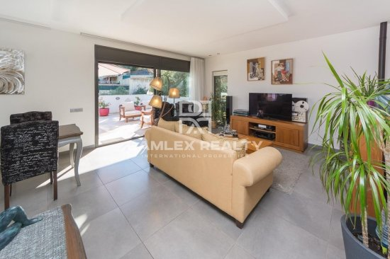 Superb contemporary house with tourist license