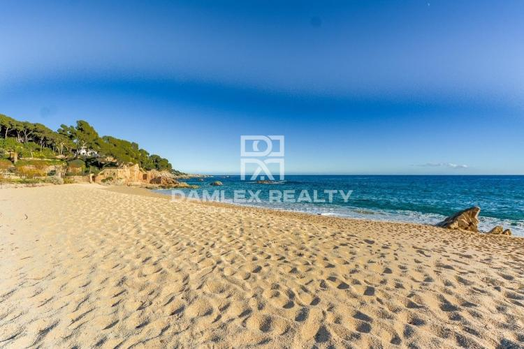 Apartment in a green environment and 250m from the beach