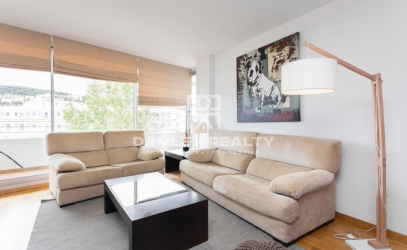 Contemporary apartment on the seafront with a touristic license
