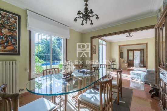 Mediterranean style villa a few meters from the beach
