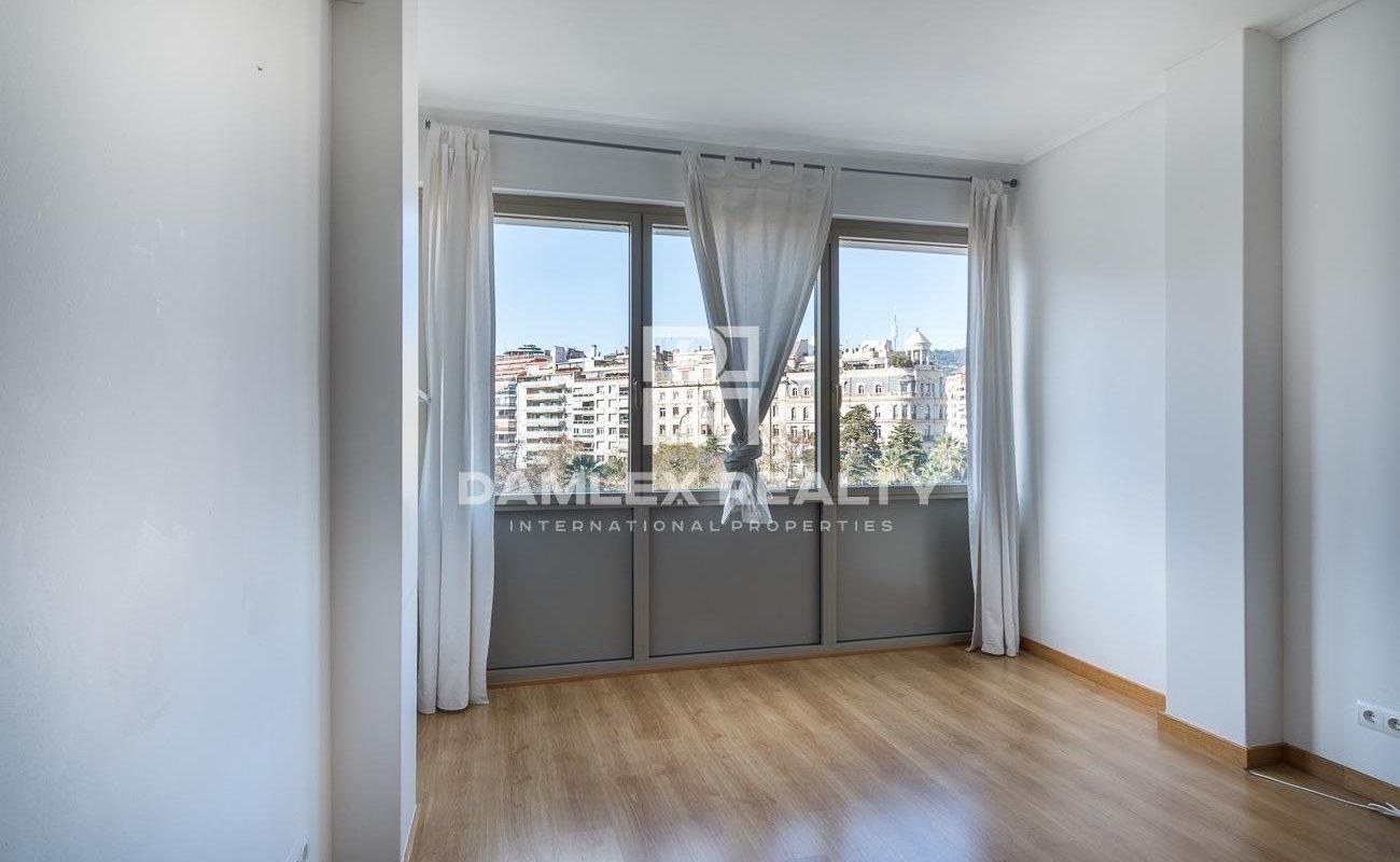 Apartment in Francesc Masia square.