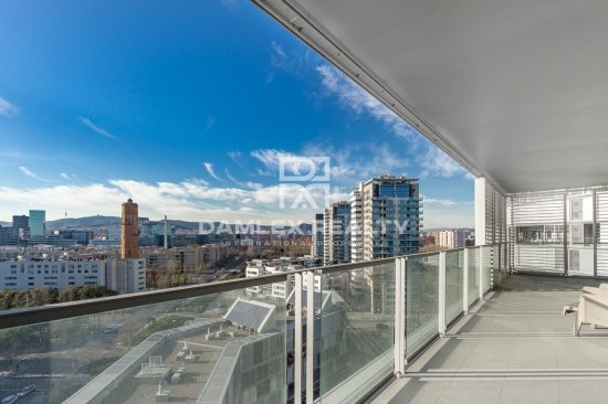 Apartment with panoramic views of the sea and Barcelona