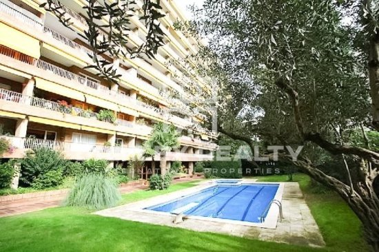 Apartment with a large terrace on the top floor, in the neighborhood of Pedralbes