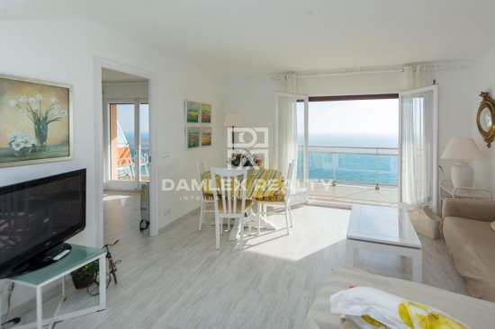Front sea view apartment with tourist license