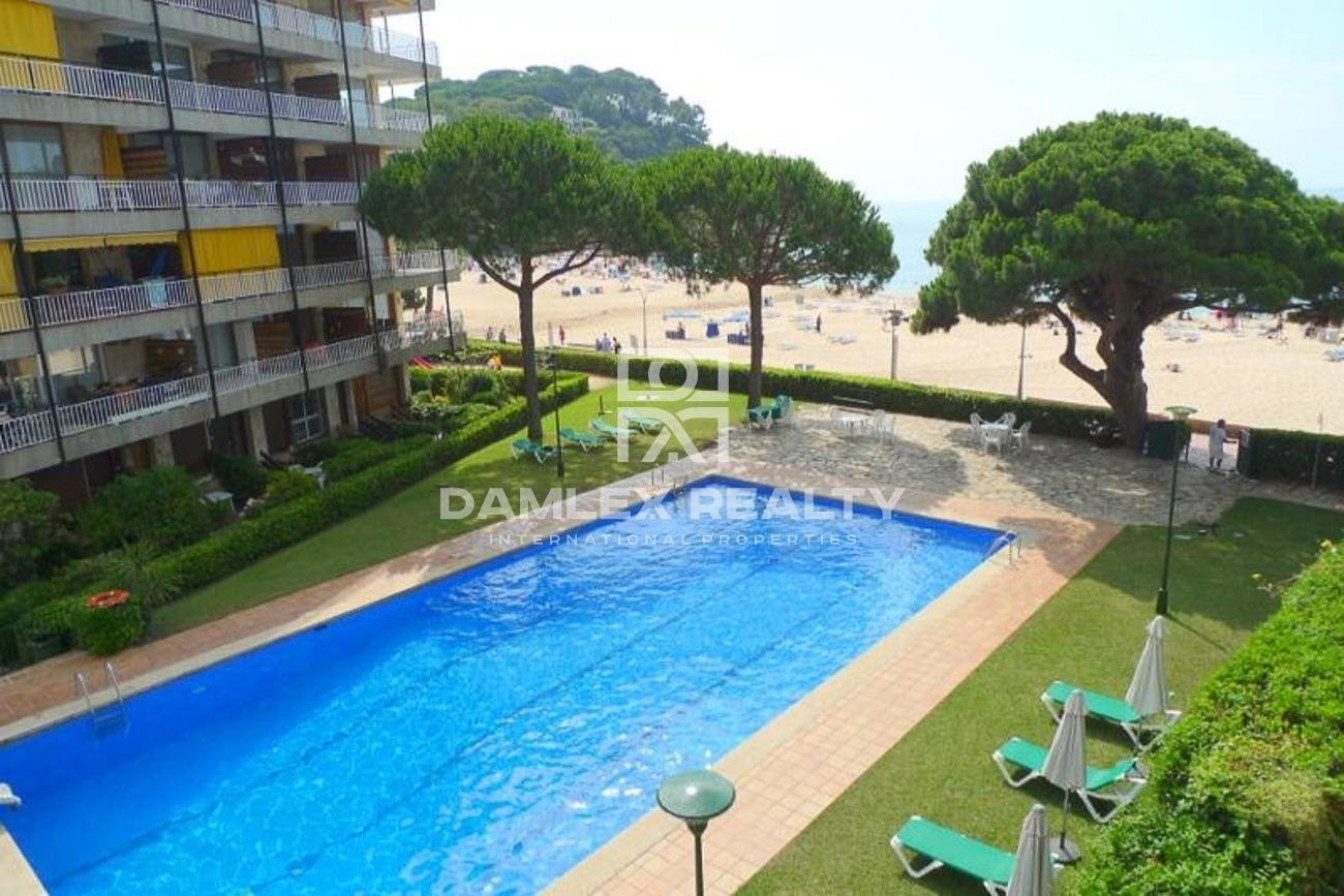 Apartment of 240 m2 on the seafront.