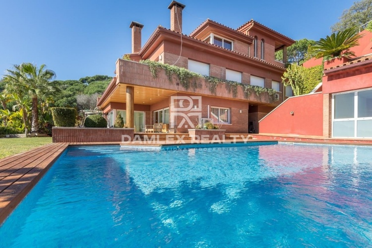 Villa with a beautiful view of the sea