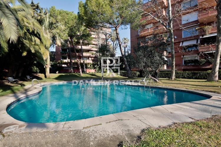 Квартира 267 м 2 с террасой в жилом комплексе с бассейном в районе Педральбес