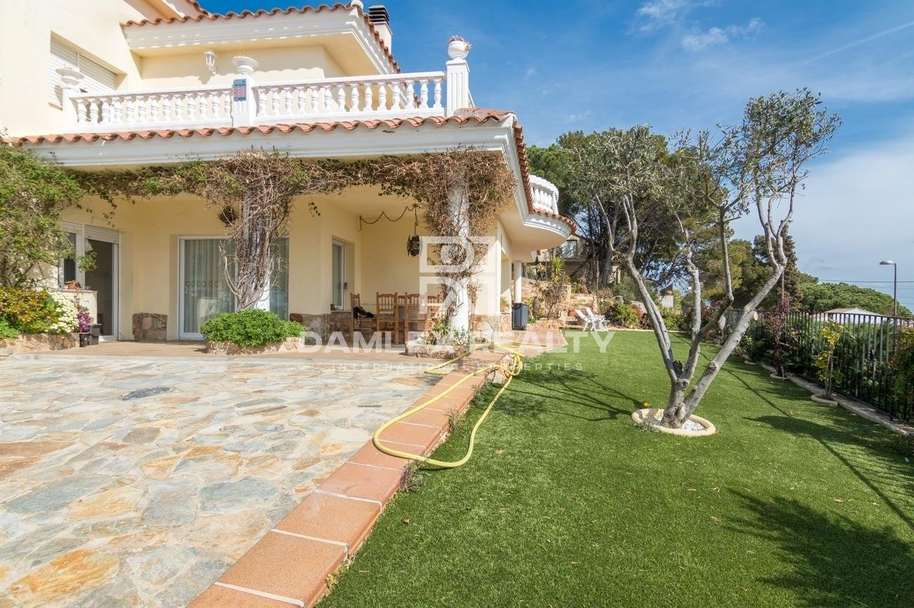Villa with panoramic sea views in Blanes.