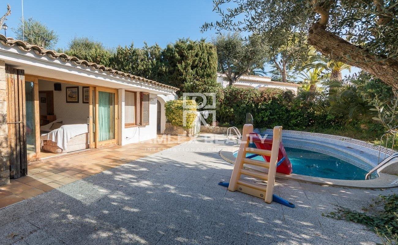 House in Santa Maria de Llorell with private beach