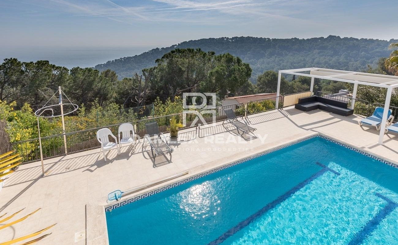 Villa with panoramic sea views surrounded by botanical gardens