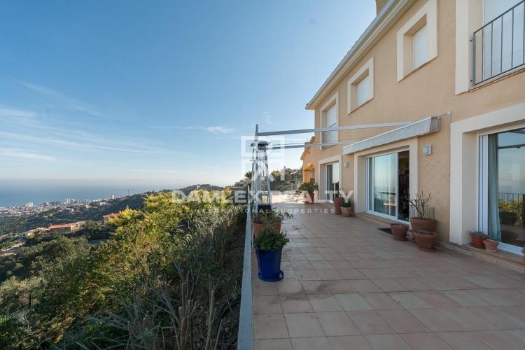 Duo of intimate villas with breathtaking views of Palamos Bay