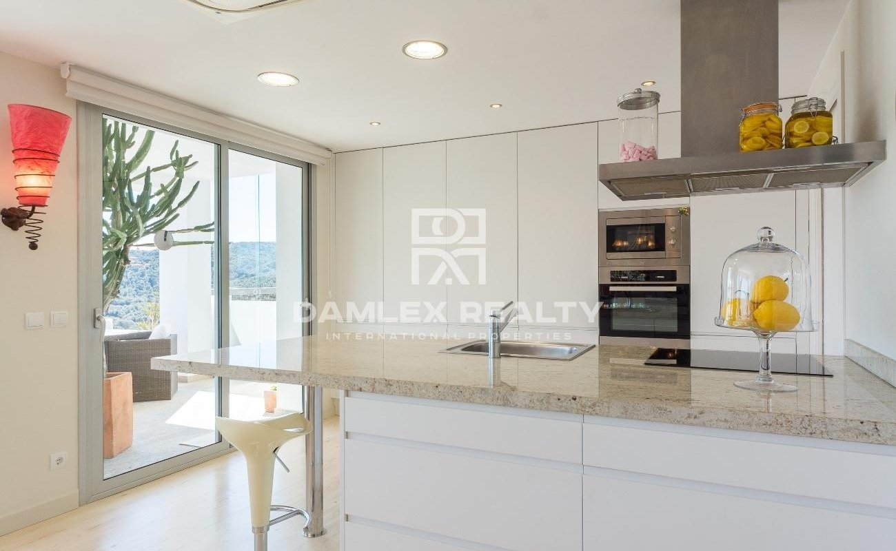 Gorgeous contemporary villa with panoramic view over the bay of Palamos