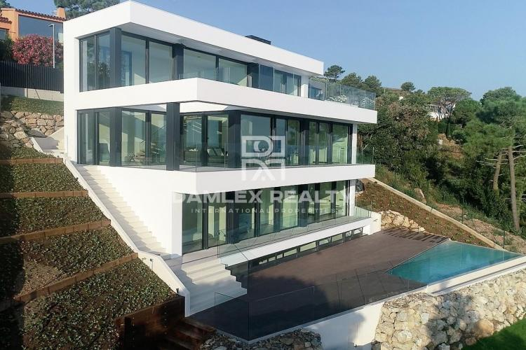 Ultramodern villa with stunning sea views, Costa Brava