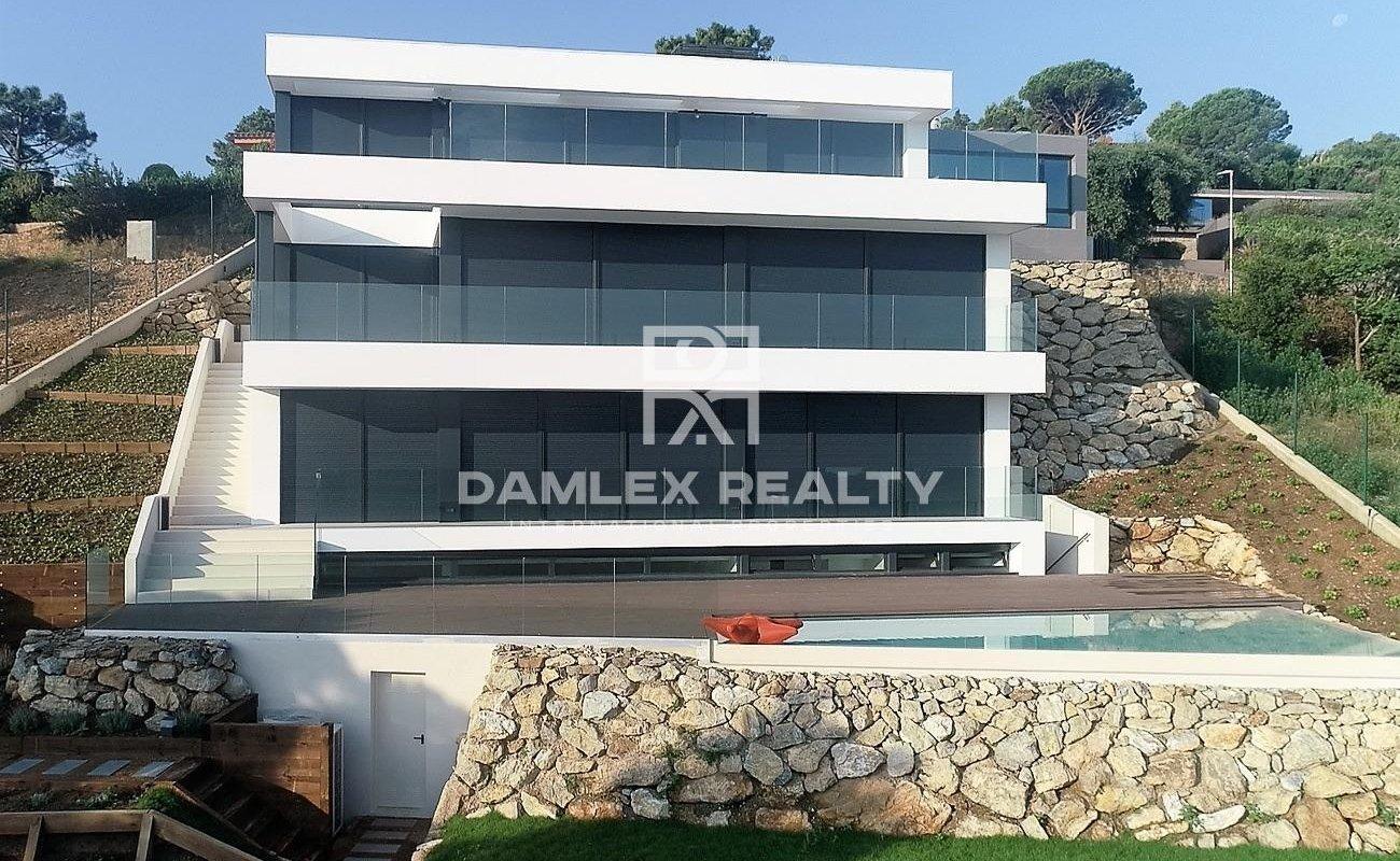 Modern villa on the Costa Brava