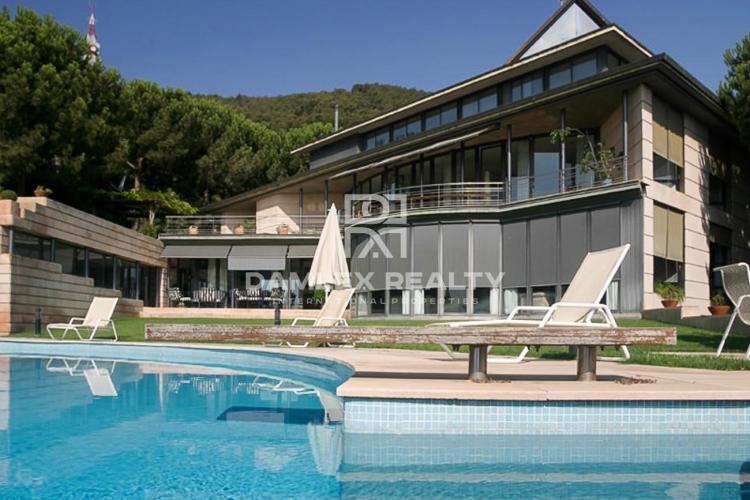 Villa in a prestigious area of Barcelona.