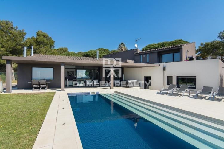 Modern villa with panoramic sea views. Begur