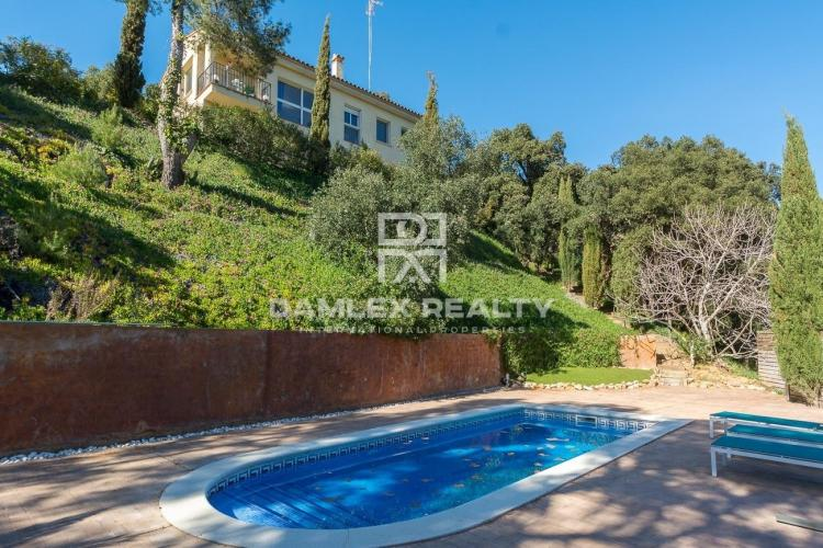 Intimate villa in the heart of the forest with tourist license