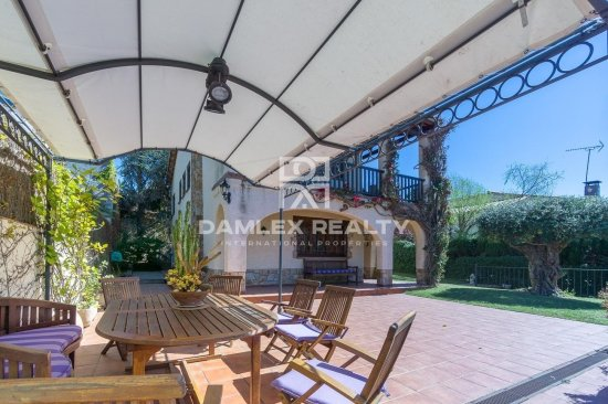 Villa with views in a quiet area of Vilassar de Dalt