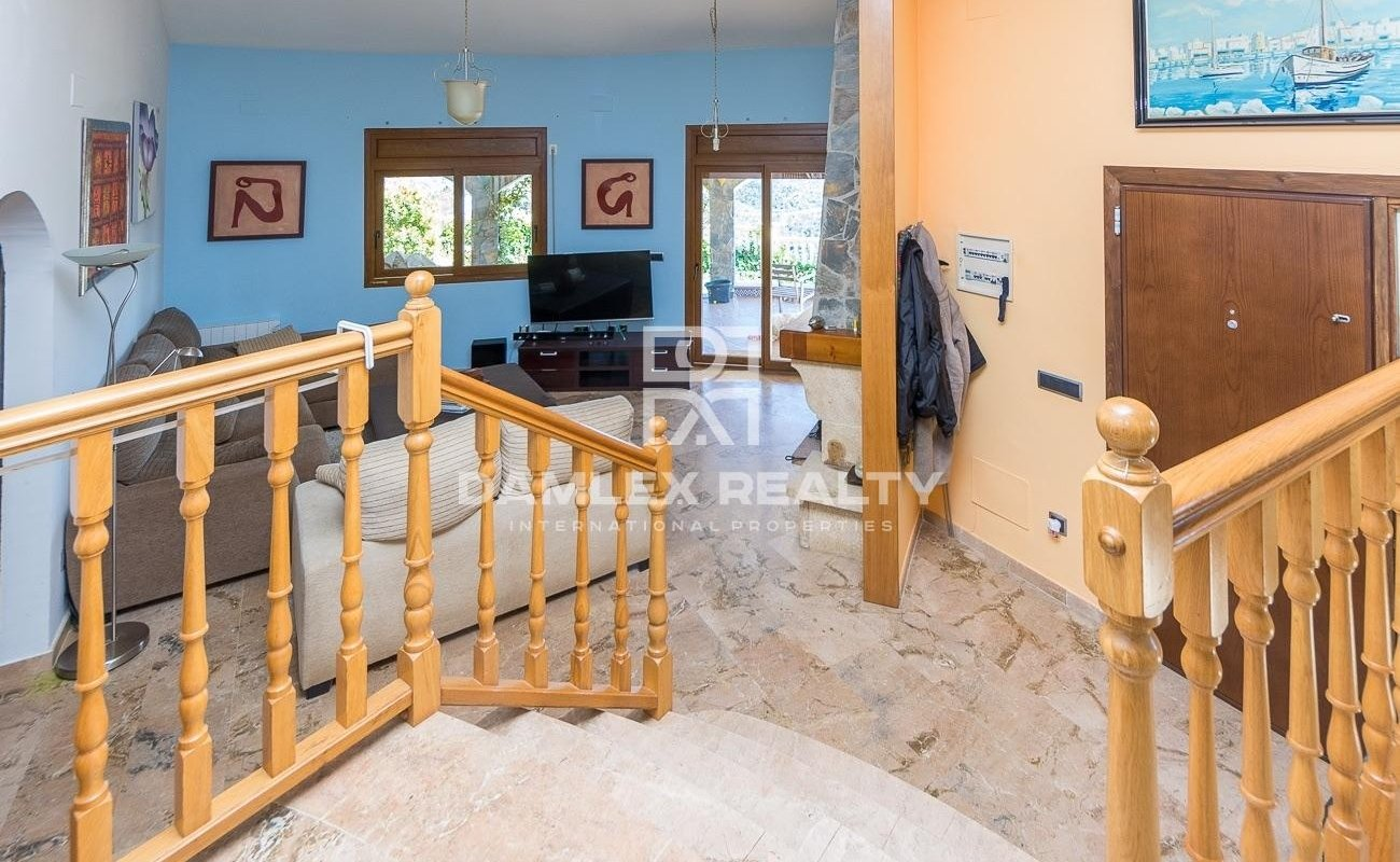 Peaceful villa with panoramic view and touristic licence