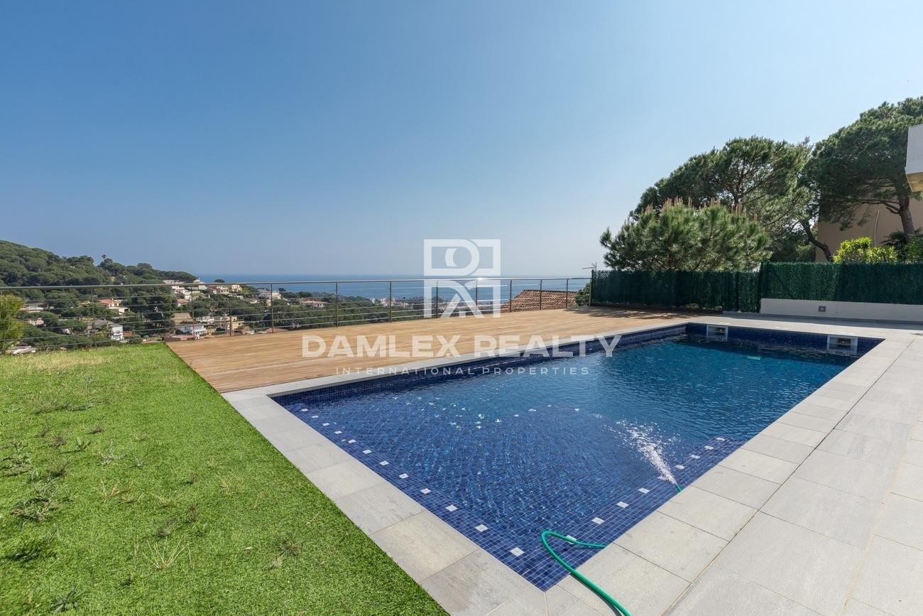 Modern villa in Lloret de Mar with panoramic sea views.
