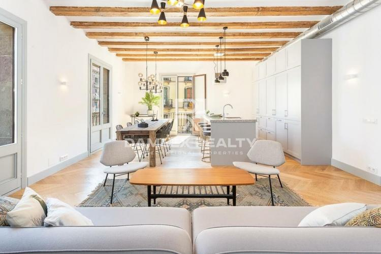 Apartment located in the Born area with a good reform.