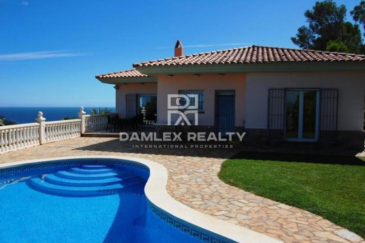 Villa in a quiet urbanization of the city of Begur.