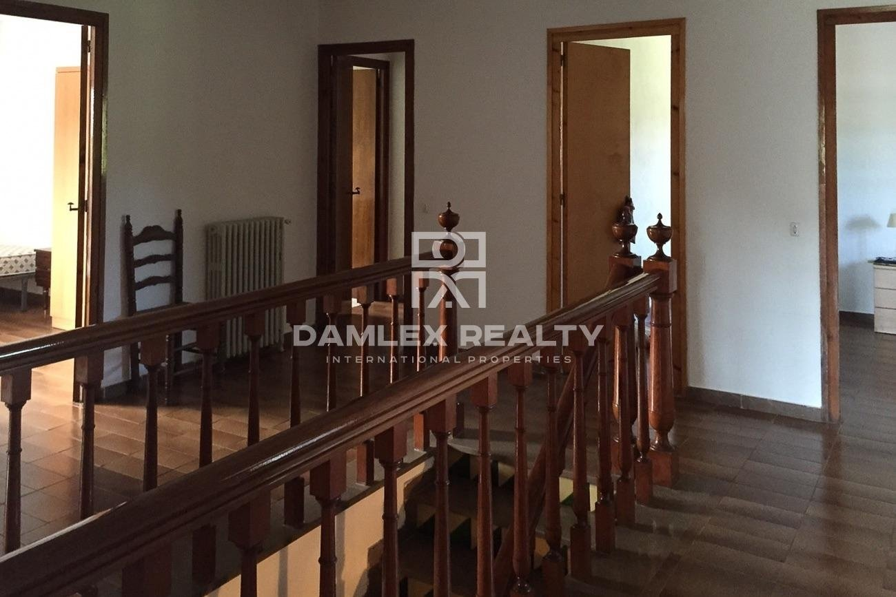 COUNTRY HOUSE WITH 2 HECTARES